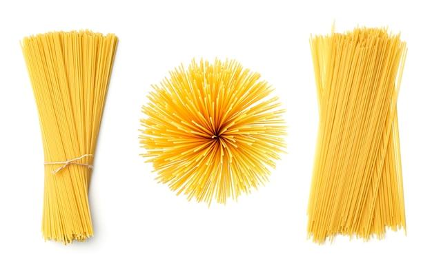 Collection de spaghettis isolé sur blanc