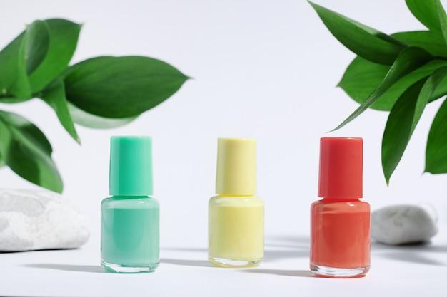 Collection de vernis à ongles colorés, pour manucure ou pédicure,