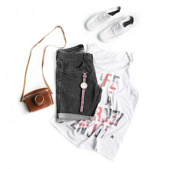 Collection de vêtements pour hommes sur fond blanc. mise à plat. vue de dessus.