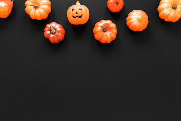 Collection vue de dessus de citrouilles d'halloween avec espace copie