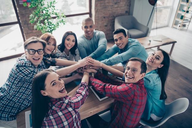 Collègues lors d'une réunion d'entreprise au bureau