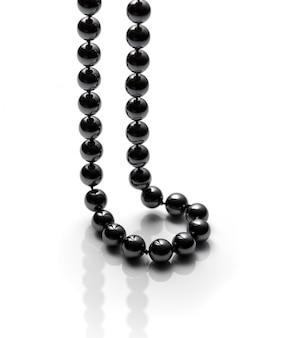 Collier de perles noires isolé sur blanc