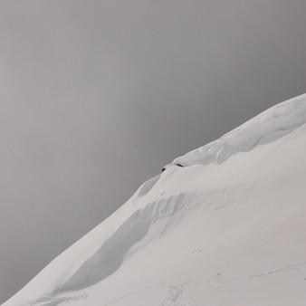 Colline couverte de neige en hiver, montagne de whistler, colombie britannique, canada