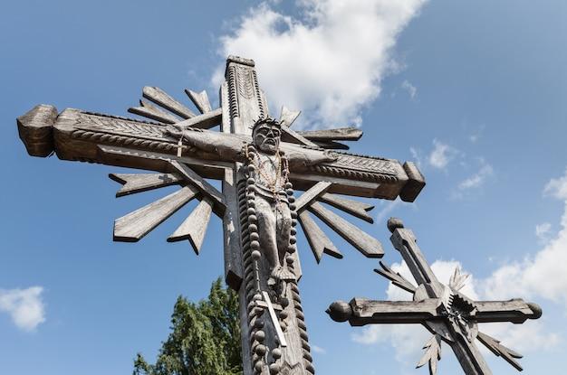 La colline des croix est un monument unique de l'histoire et de l'art populaire religieux et le plus important site de pèlerinage catholique lituanien