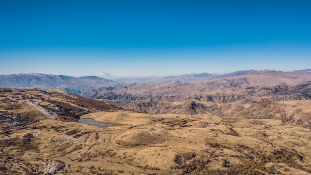 Collines et montagnes d'arménie. vue aérienne