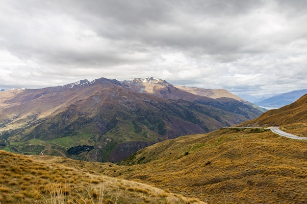 Les collines et les montagnes de la nouvelle-zélande panorama de l'île du sud