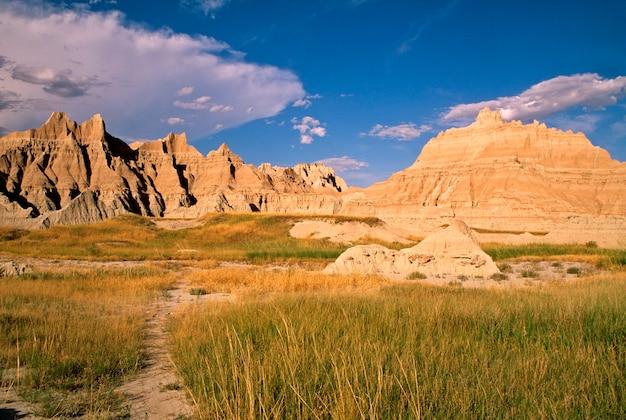 Collines sur les prairies