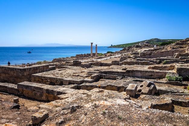 Colonnes du site archéologique de tharros, sardaigne
