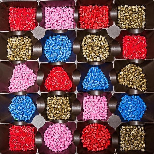 Colorant pour plastique dans les granulés de polymère