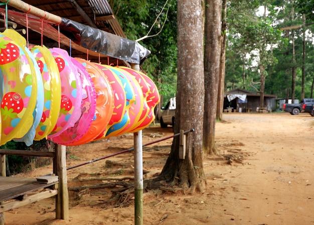 Coloré de tube de bain suspendu à vendre à la cascade