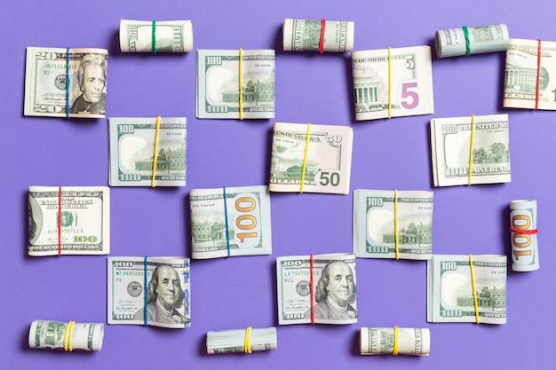 Colorié avec de l'argent américain cent billets sur wiev haut avec fond pour votre texte en affaires
