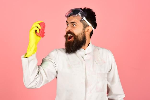 Combattez avec des produits de nettoyage de saleté service de nettoyage nettoyant barbu