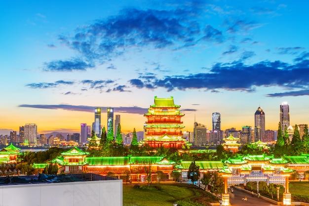 La combinaison de l'architecture urbaine et de l'architecture ancienne à nanchang