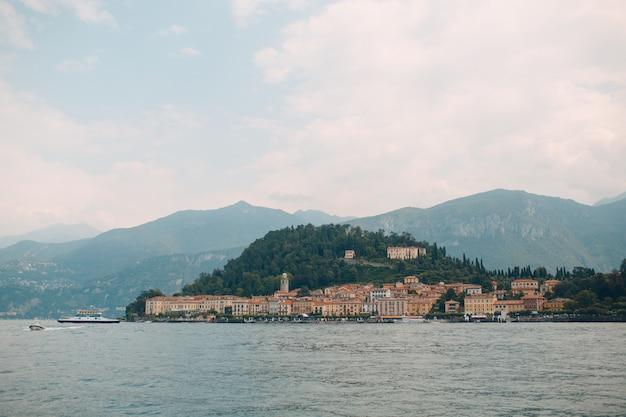 Côme, italie. villa sur la côte du lac.