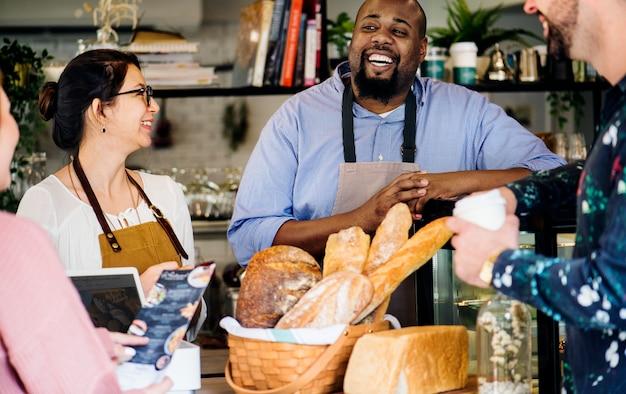 Commande de pâtisserie au comptoir