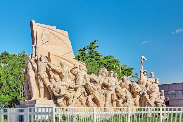 Commémoration des statues des travailleurs en lutte dans la révolution de chine situé près du mausolée de mao zedong, pékin. chine.