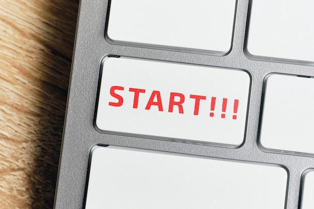 Commencer le concept sur le bouton du clavier