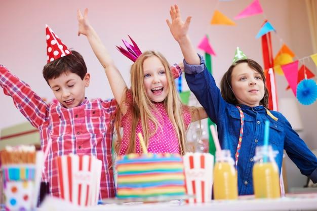 Commencez à danser lors de la fête d'anniversaire
