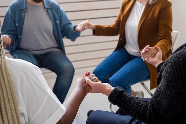 Communauté de gros plan main dans la main