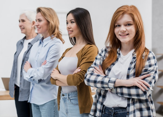 Communauté positive de femmes ensemble
