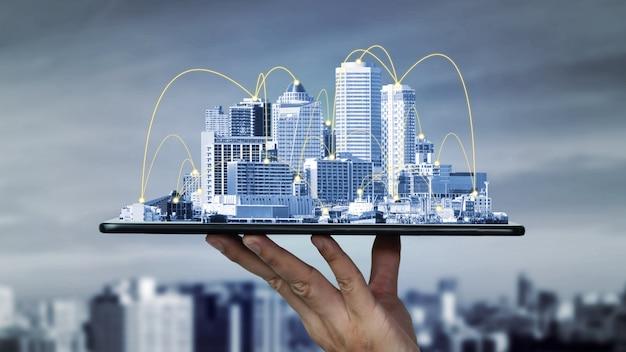 Communication créative moderne et connexion réseau internet dans la ville intelligente