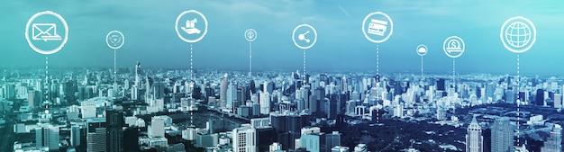 Communication créative moderne et réseau internet se connectent dans la ville intelligente