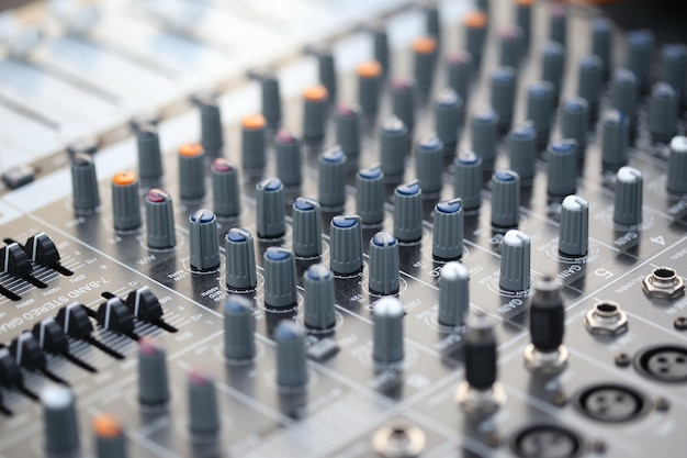 Commutateur, contrôleur de son, table de mixage