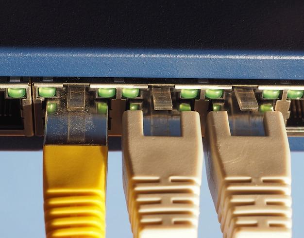 Commutateur modem-routeur avec ports ethernet rj45