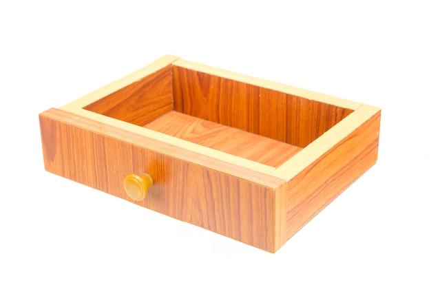 Compartiment en bois isolé avec un tracé de détourage