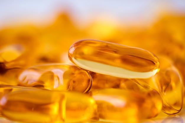 Complétez le supplément de vitamines d et d'oméga 3 en capsules d'huile de poisson