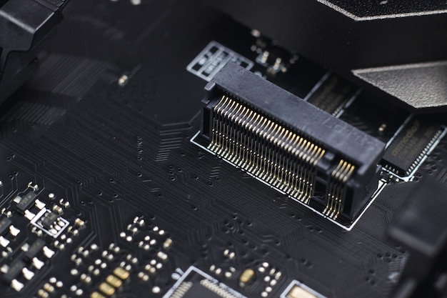 Composante ingénierie de l'information. une partie de la carte mère d'ordinateur de circuit imprimé d'ordinateur moderne.