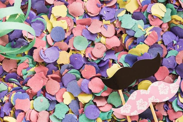 Composé de confettis lumineux avec un décor de fête