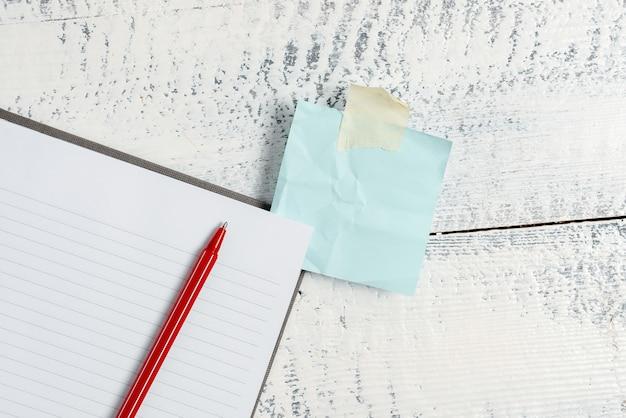 Composer une idée de lettre, répertorier des documents texte, rédiger un article écrit à la main, résoudre des problèmes mathématiques abstraits, présenter des outils d'écriture, vendre du matériel