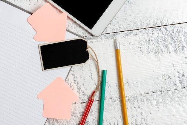 Composer une idée de lettre, répertorier des documents texte, rédiger un article manuscrit, résoudre des mathématiques abstraites