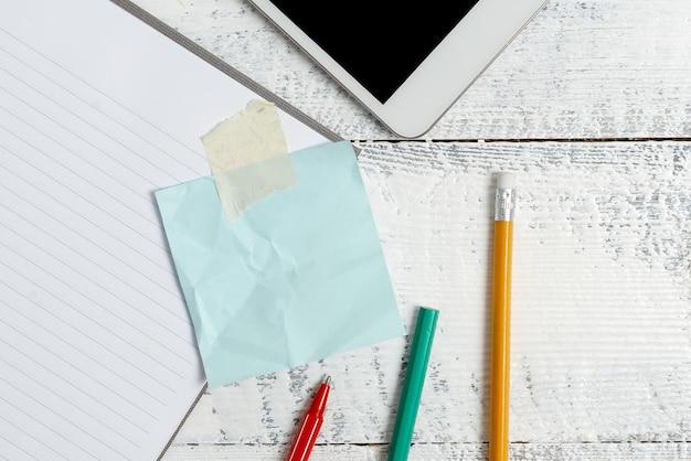 Composer une idée de lettre, répertorier des documents texte, rédiger un article manuscrit, résoudre des problèmes mathématiques abstraits, présenter des outils d'écriture, vendre du matériel