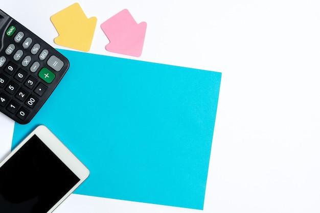 Composer un nouveau message électronique en recherchant des informations sur internet en tapant de nouvelles idées en cherchant des devoirs