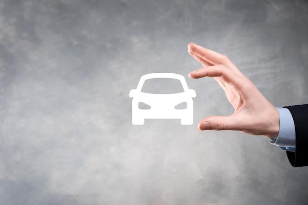 Composite numérique de l'homme tenant l'icône de la voiture