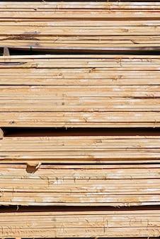 Composition abstraite avec des tas de fond de planches en bois