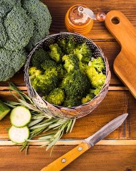 Composition d'aliments sains avec des ustensiles de cuisine