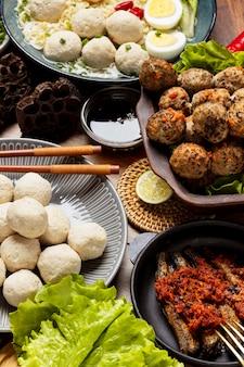 Composition à angle élevé de délicieux bakso indonésien