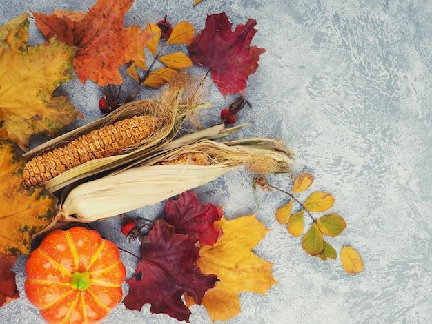 Composition d'automne avec un espace pour le texte, une carte postale pour l'automne et la récolte