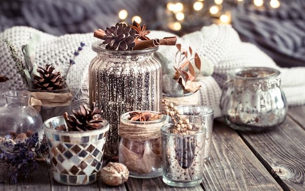 Composition d'automne avec des tasses et des épices