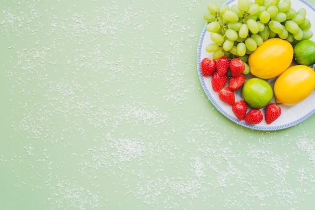 Composition aux fruits et à la noix de coco râpée