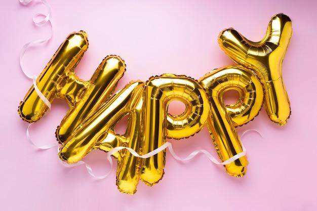 Composition de ballons de lettres heureuses