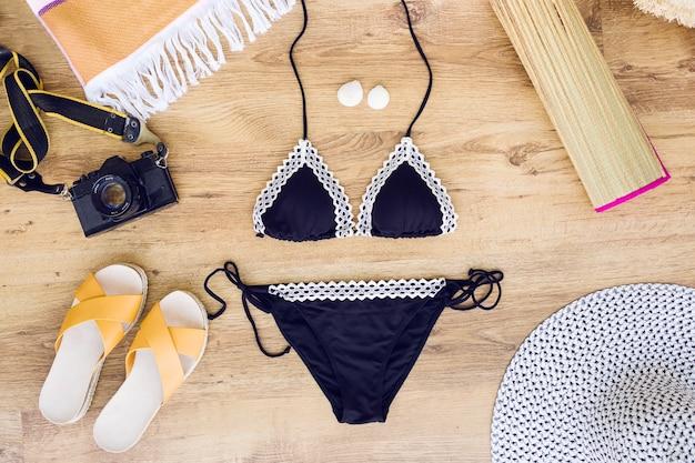 Composition de beachwear avec caméra