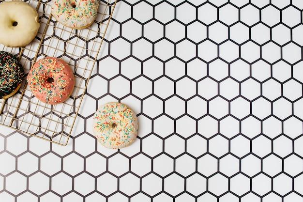Composition de beignet à plat avec fond