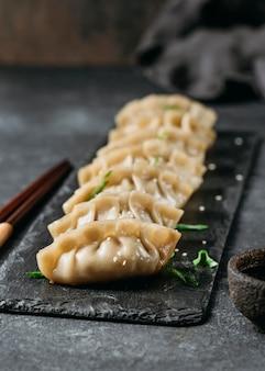 Composition de boulettes japonaises à angle élevé