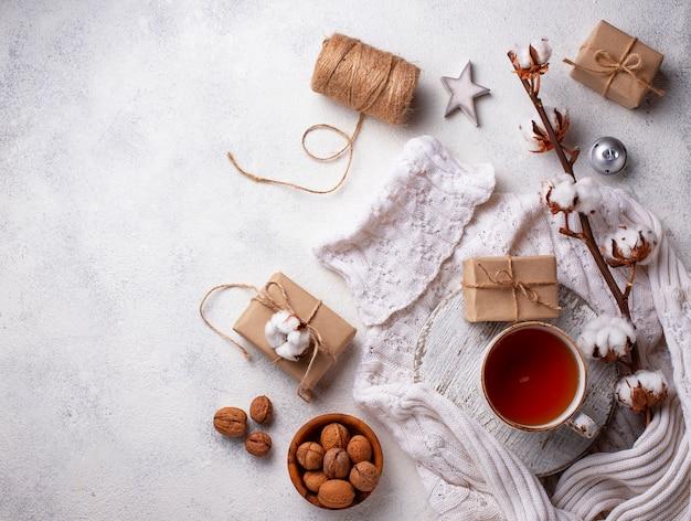 Composition avec branche de coton et thé