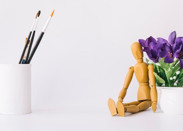 Composition de bureau d'artiste moderne