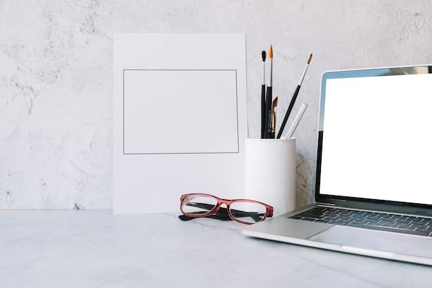 Composition de bureau moderne avec dispositif technologique